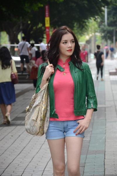 Lý Nhã Kỳ đi du lịch bụi tại Quảng Châu...